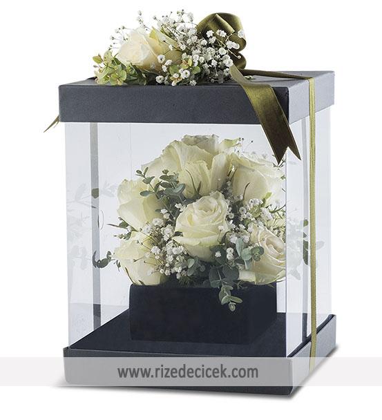 Saf Güzellik Kutuda 11 Beyaz Gül