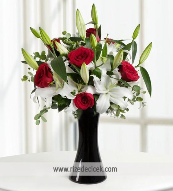Beyaz Lilyum ve Kırmızı Güller