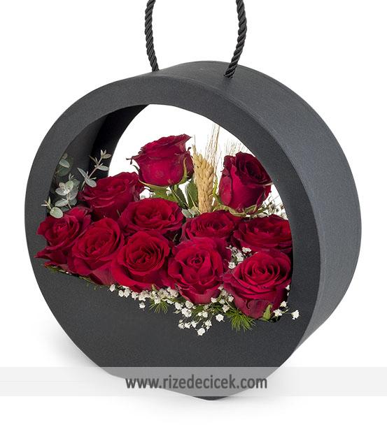 Büyüleyici Aşk Kutuda 11 Kırmızı Gül
